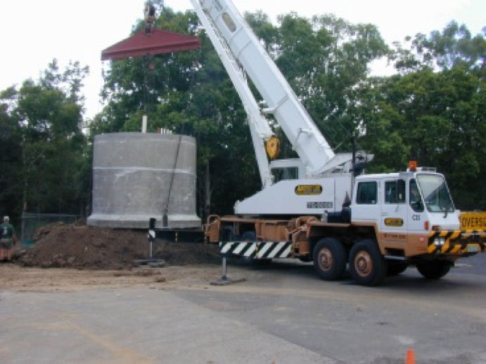 Delivering the underground water tank